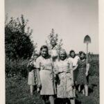 Dziewczęta z obozu w trakcie prac gospodarczych.
