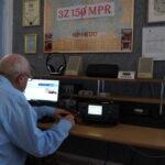 Robert SQ9FMU w trakcje przeprowadzania łączności na telegrafii
